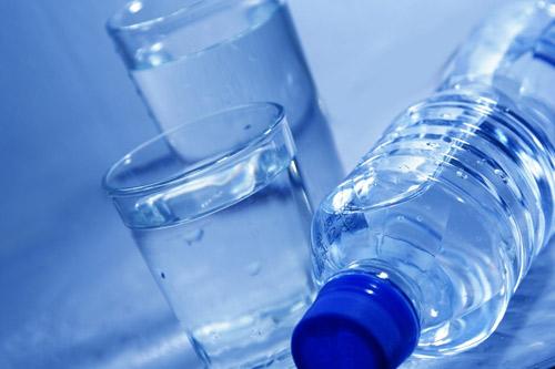 Így lehet fogyni napi háromszor fél liter vízzel