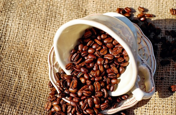Hány kalóriát spórol, aki cukor nélkül issza a teát és a kávét?
